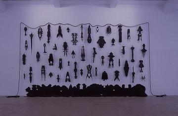 Annette Messager Mes, caoutchoucs (Comédie – Tragédie), 2003-2004  Caoutchouc, corde, Courtesy Marian Goodman Gallery, New York / Paris